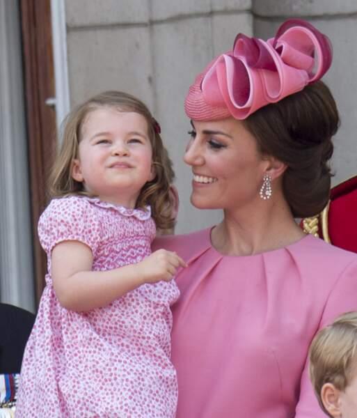 """En rose, au palais de Buckingham pour assister à la parade """"Trooping The Colour"""" à Londres le 17 juin 2017"""