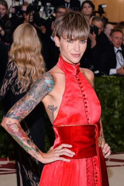 Pour Ruby Rose, les tatouages sont forcément très colorés et cachent les bras entiers