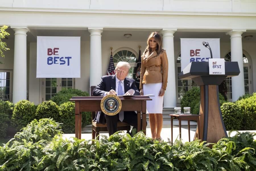 Melania Trump en veste en cuir Ralph Lauren à Washington, le 7 mai 2018