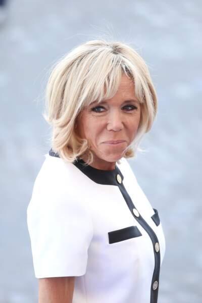 Le blond platine de Brigitte Macron, la coloration idéale pour rester jeune.