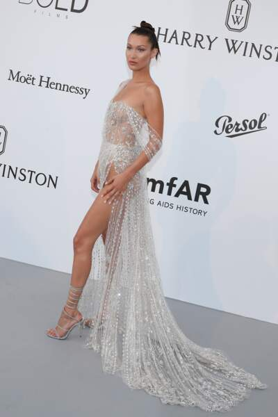 "Bella Hadid au photocall de la soirée ""24th edition of AmfAR's Cinema Against AIDS"" en 2017"