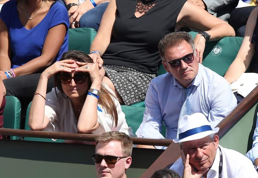 Il faut plus que des lunettes de soleil à la dulcinée de Pierre Sled pour admirer le jeu à Roland Garros
