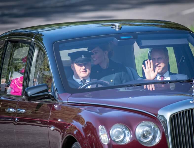 Le prince William a salué les badauds présents