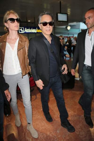 Arrivée à Cannes de Richard Berry et sa femme Pascal Louange en 2017