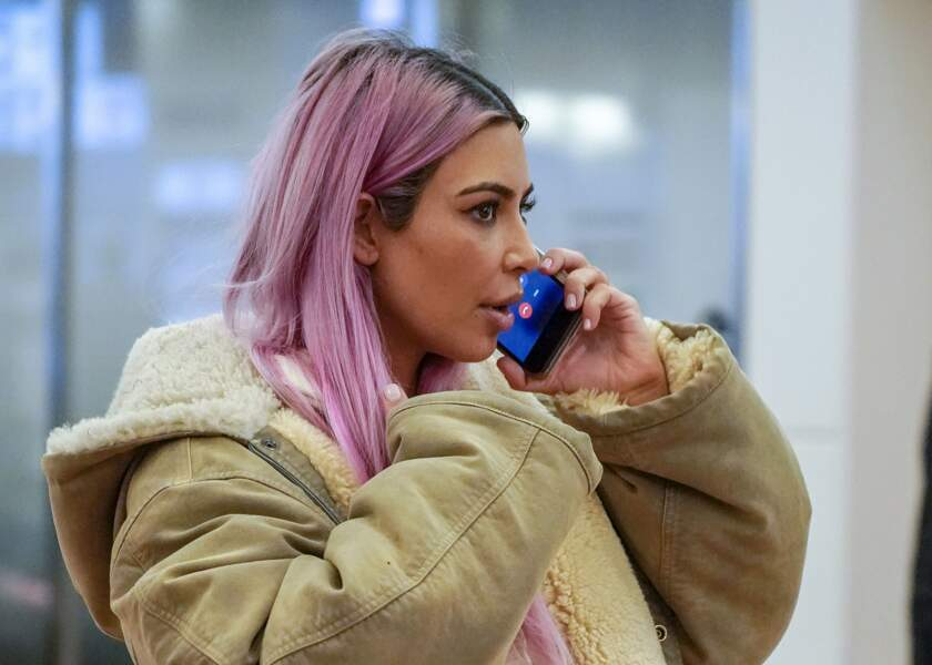Kim Kardashian a demandé à ses abonnés sur Twitter ce qu'ils pensaient de sa nouvelle couleur de cheveux