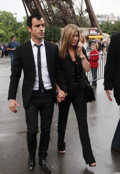 Jen et Justin aux pieds de la Tour Eiffel, en juin 2012