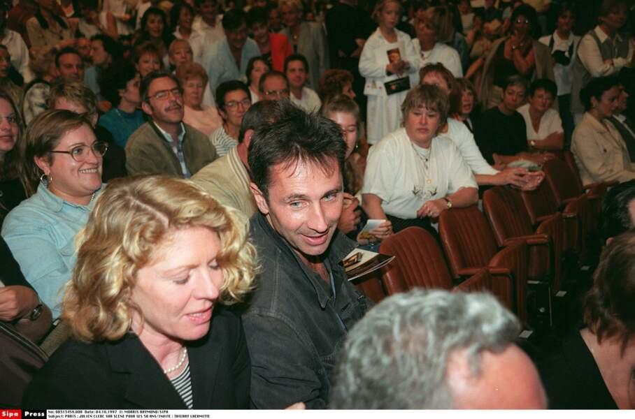 1997. Thierry Lhermitte et sa femme Aux 50 ans sur scène de Julien Clerc