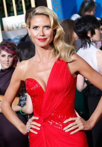 Heidi Klum très glamour dans une robe rouge