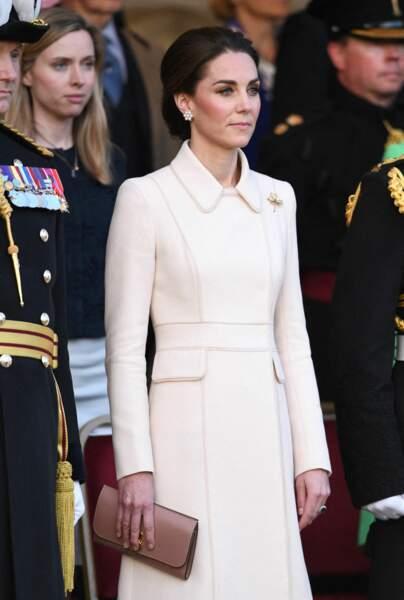 Pour la Beating retreat, Kate Middleton a opté pour un nouveau style de chignon plus bas que d'habitude
