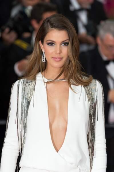 La plus frenchie des Miss Univers manie le brushing souple comme personne.