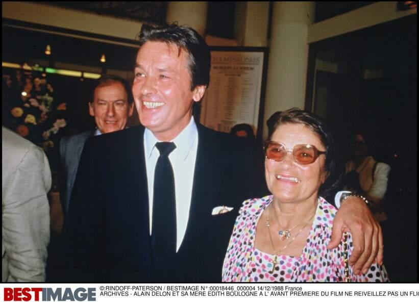 Alain Delon et sa mère Edith Boulogne en 1988