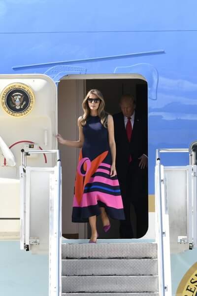 Melania Trump en robe graphique Delpozo, à l'aéroport de Hambourg, le 6 juillet 2017