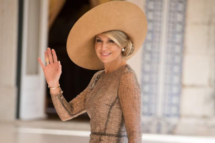 La reine Maxima des Pays-Bas porte un chignon bas de côté