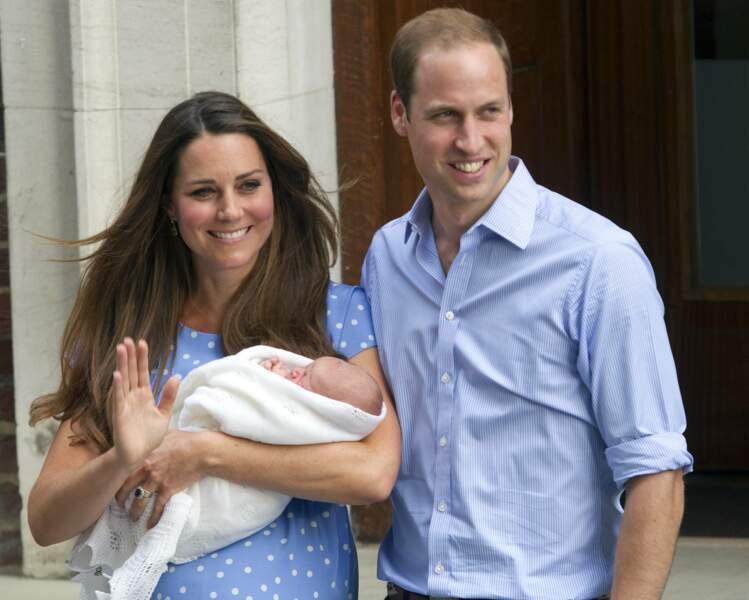 William et Kate Middleton quittent l'hopital St-Mary avec leurs fils George le 23 juillet 2013