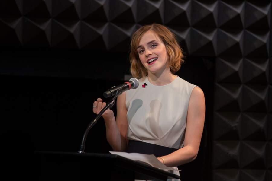 Quelques mois plus tard, Emma Watson coupe ses cheveux en carré et passe au blond vénitien en 2016.