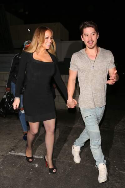 En robe moulante noire, Mariah Carey fait sensation