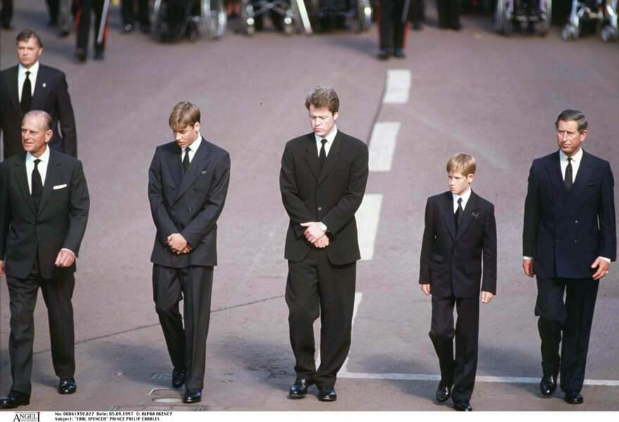 le Prince Philip, William, Charles Spencer, Harry et le prince Charles aux funérailles de Lady Diana en 1997