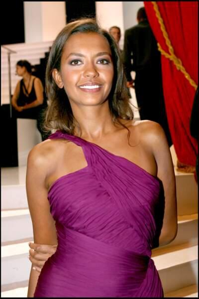 Karine Le Marchand, resplendissante et ultra chic en robe pourpre, lors des Molières en 2006