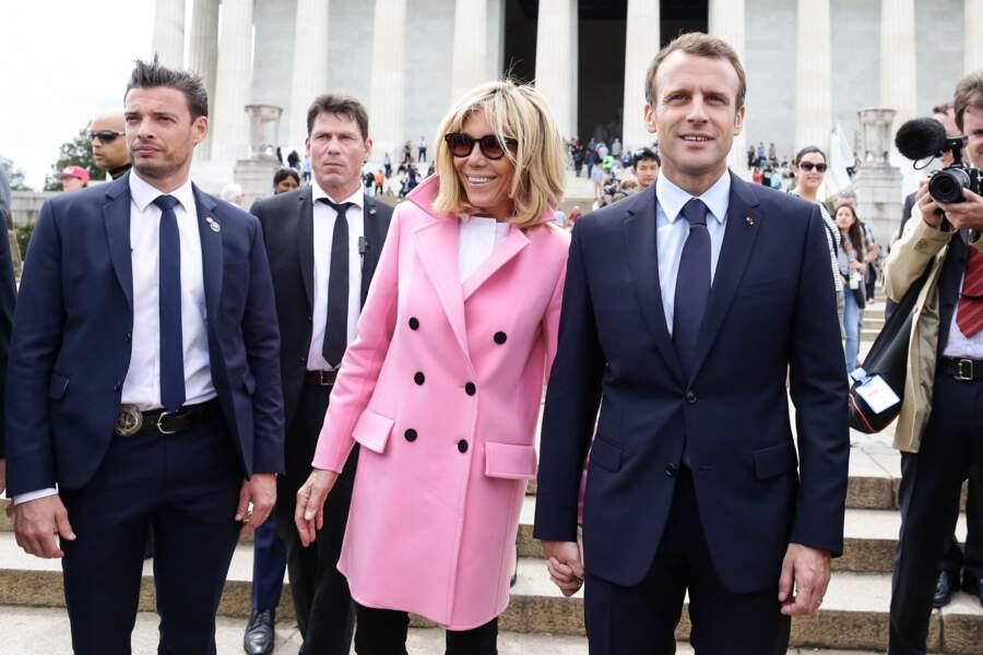 Le bodyguard de Brigitte Macron assure sa surveillance