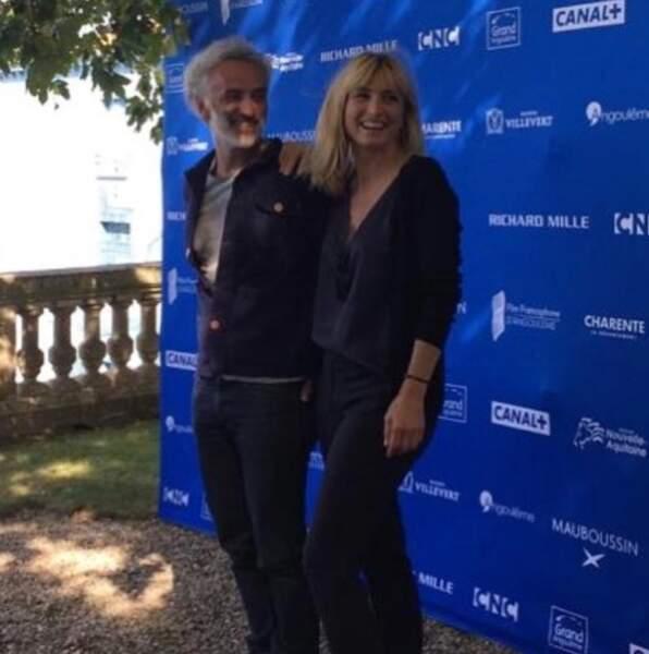 """Julie Gayet a pris la pose aux côtés de Vincent Delerm, pour le film """"Je ne sais pas si c'est tout le monde"""""""