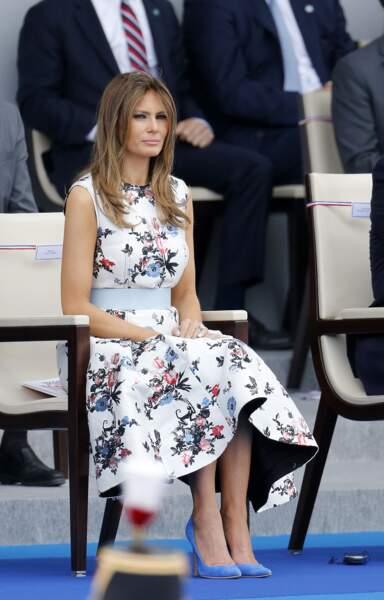 14 juillet 2017: en robe évasée Valentino, Melania fleurit sur les Champs-Elysées