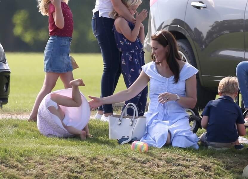 La princesse Charlotte faisant une roulade