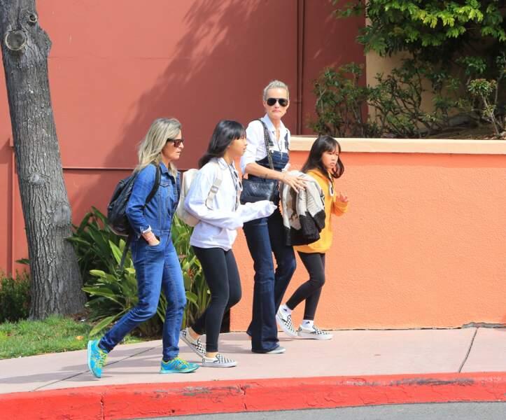 Laeticia Hallyday et ses deux filles Jade et Joy passent la journée à Universal Studios le 30 mars