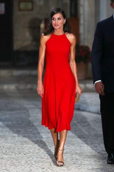 Pour compléter son look, Letizia d'Espagne arborait des sandales à talons Jimmy Choo