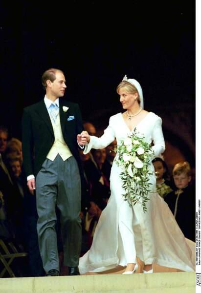 Le prince Edward et Sophie Rhys-Jones lors de leur mariage le 20 juin 1999 à Londres