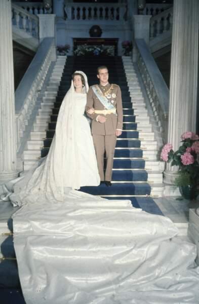 Juan Carlos et Sofia d'Espagne (dans une robe Jean Dessès) lors de leur mariage à Athènes le 16 mai 1962