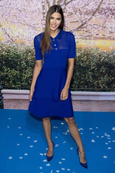 Iris Mittenaere choisit le total look bleu pour l'avant première du nouveau Mary Poppins.