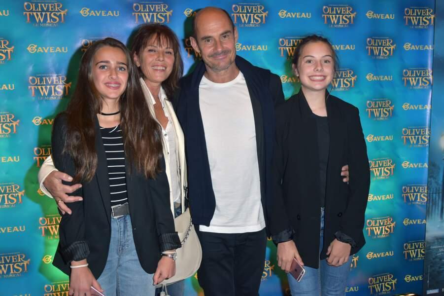 Bernard et Anne Campan, avec leurs grandes filles Nina et Loan