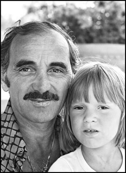 Charles Aznavour avec sa fille Katia, dans les années 70.