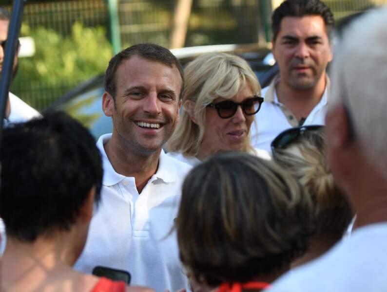 Emmanuel et Brigitte Macron devant le Fort de Brégançon.