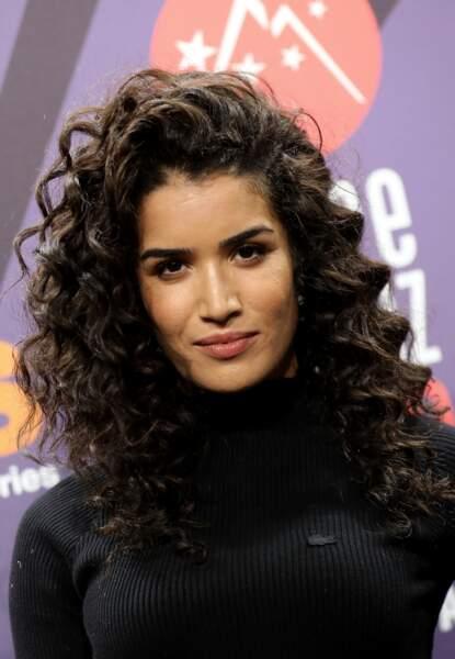 Le side-hait, la nouvelle arme de séductions massive des cheveux bouclés comme Sabrina Ouazani