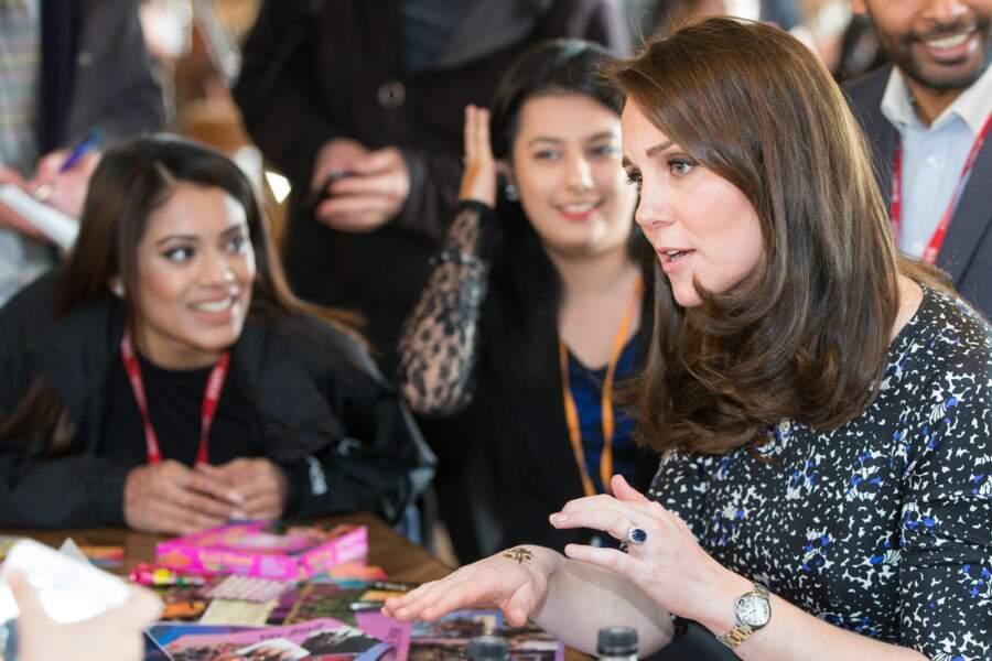 Kate Middleton intéressée par la technique de tatouage au henné