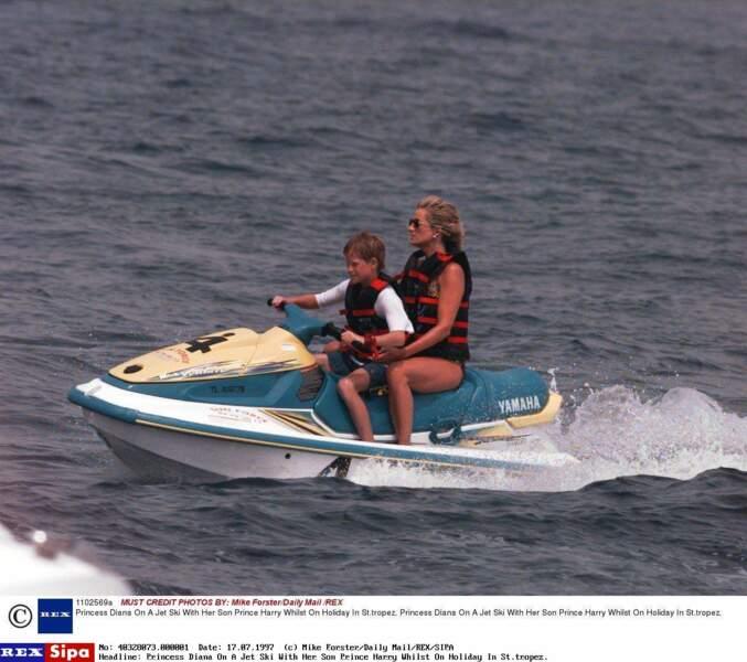 La Princess Diana  et le Prince Harry en vacances à St Tropez, en 1997