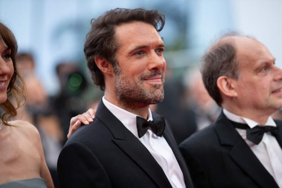 """Nicolas Bedos, en costume Dior, lors de la présentation de son film """"La Belle Epoque"""", le 20 mai 2019 à Cannes"""