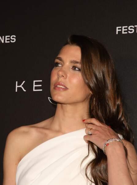 """Charlotte Casiraghi et son side hair, lors de la soirée Kering """"Women in Motion Awards"""", le 19 mai à Cannes"""