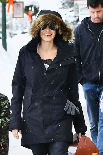Angelina Jolie, souriante fait du shopping a Crested Butte, Colorado