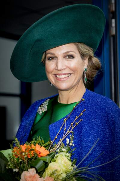 Chignon bas et chapeau, un combo porté à la perfection par la reine Maxima des Pays-Bas