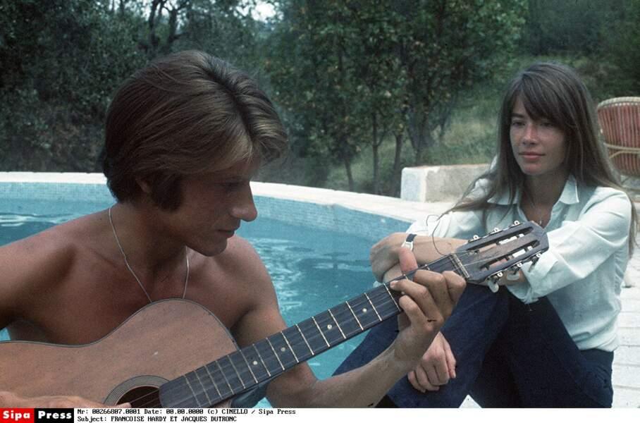 Début des années 70: les Dutronc-Hardy s'adonnent au farniente, en Corse, à Monticello, où ils ont fait construire.