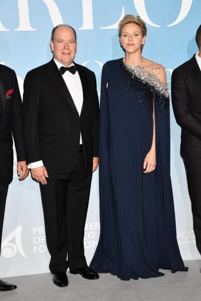La princesse Charlène de Monaco ultra chic en robe-longue aux côtés du prince Albert de Monaco