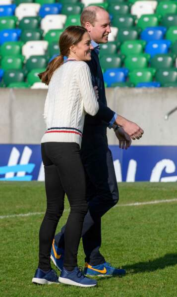 William et Kate très complices lors d'une visite au Windsor Park de Belfast, le 27 février 2019