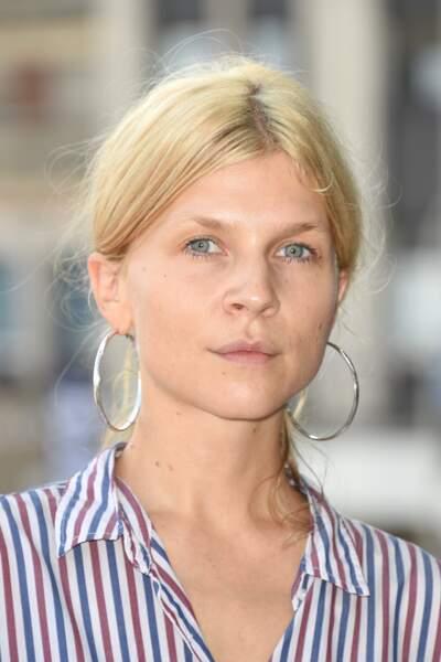 Clémence Poésy : une peau lumineuse, zéro maquillage et des cheveux blonds attachés en chignon. Simple et efficace