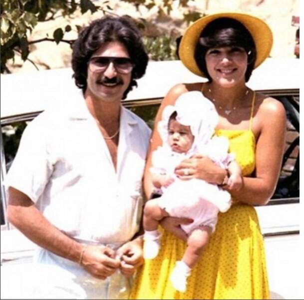Robert et Kris avec leur fille aînée encore bébé, Kourtney