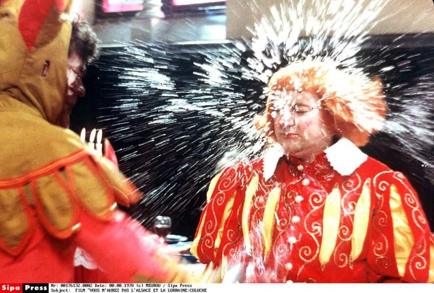 """Coluche dans le film """"Vous n'aurez pas l'Alsace et la Lorraine"""", réalisé par Marc Monnet et lui-même, sorti en 1977"""