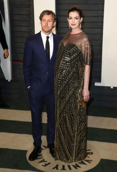Anne Hathaway, ici enceinte de son premier enfant, a annoncé sur instagram, sa seconde grossese le 24 juillet 2019