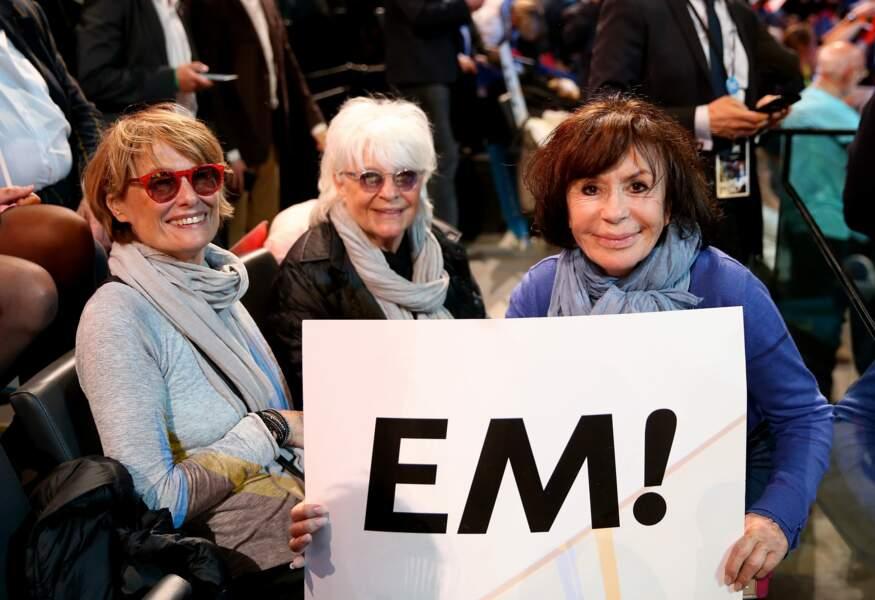 Catherine Lara, sa compagne et Danièle Évenou lors du meeting d'Emmanuel Macron à Paris, le 17 avril 2017