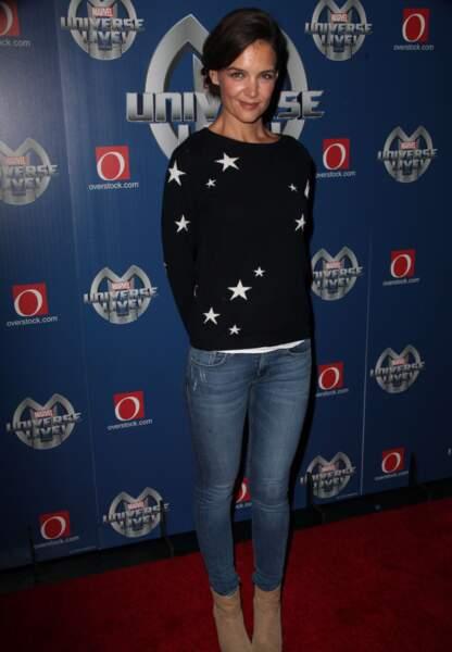 Katie Holmes, un look décontracté rehaussé avec des étoiles